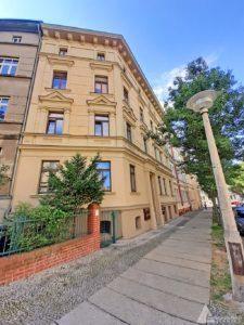 Außenansicht-01 des denkmalgeschützten Wohnhauses im begehrten Paulusviertel