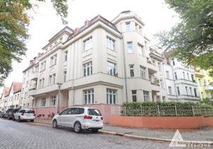 Frontansicht des gepflegten Mehrfamilienhauses im beliebten Paulusviertel